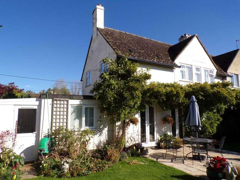 3 Bedrooms Semi Detached House for sale in Hardwick Road, Hethe