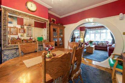 3 Bedrooms Semi Detached House for sale in Enfield, Amberly Road, Enfield