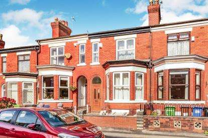 4 Bedrooms Terraced House for sale in Wellington Grove, Shaw Heath, Stockport, Cheshire