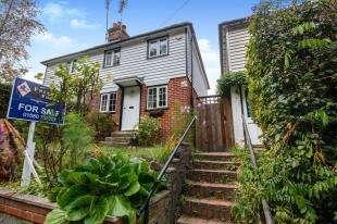 2 Bedrooms Semi Detached House for sale in Moor Hill, Hawkhurst, Cranbrook, Kent