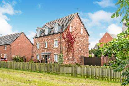5 Bedrooms Detached House for sale in Regency Park, Widnes, Cheshire, WA8