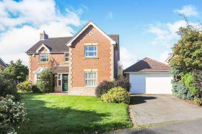 4 Bedrooms Detached House for sale in Fearndown Way, Tytherington, Macclesfield