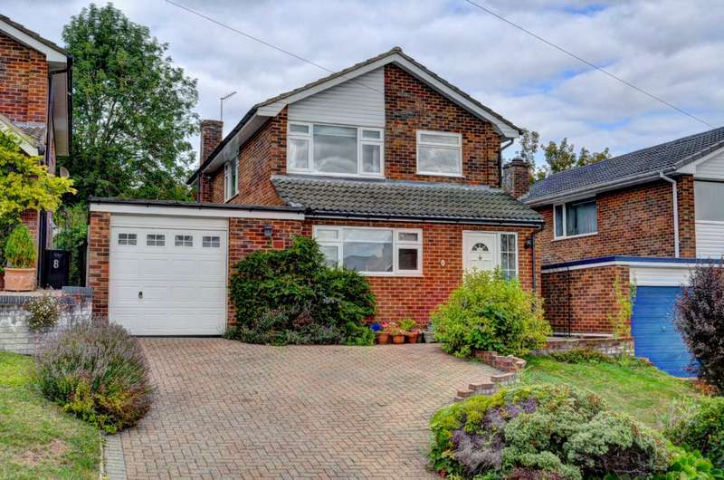 3 Bedrooms Detached House for sale in Marlow Bottom - Spacious Rooms