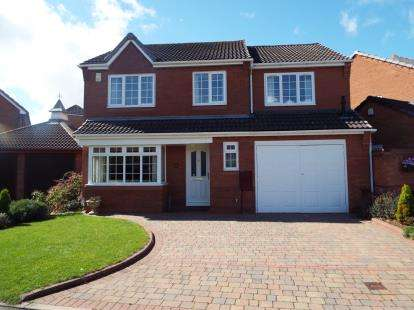 5 Bedrooms Detached House for sale in Manor Rise, Boley Park, Lichfield, Staffordshire