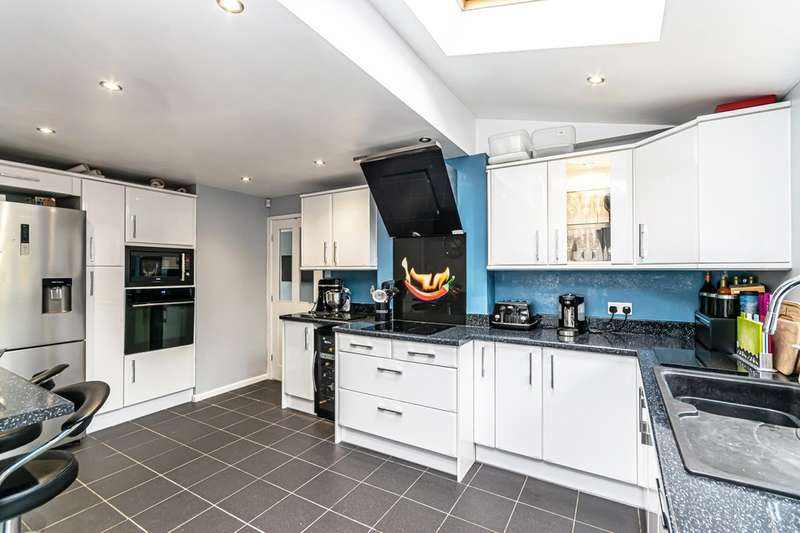 4 Bedrooms Detached House for sale in Newmoore Lane, Sandymoor, Runcorn