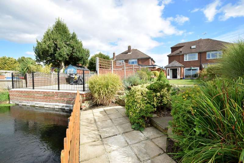 4 Bedrooms Semi Detached House for sale in Tilstone Close, Eton Wick, SL4