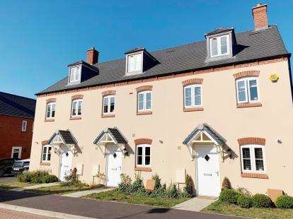 3 Bedrooms Terraced House for sale in Ratcliffe Close, Old Stratford, Milton Keynes, Northamptonshire