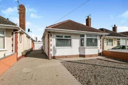 2 Bedrooms Bungalow for sale in Garnett Drive, Prestatyn, Denbighshire, ., LL19