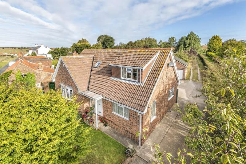 3 Bedrooms Detached House for sale in Main Street, Buckton, Bridlington, YO15 1HU