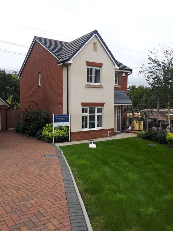 3 Bedrooms Detached House for sale in Highfields, Tonyrefail, Porth