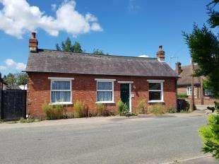 2 Bedrooms Bungalow for sale in Carpenters Lane, Hadlow, Tonbridge, Kent