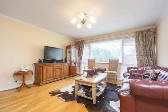 3 Bedrooms Property for sale in Bankside Close, Carshalton