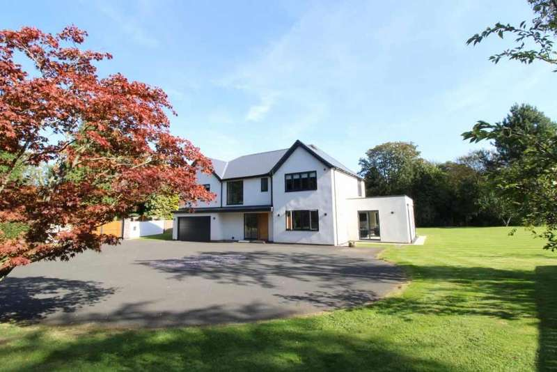 4 Bedrooms Detached House for sale in Kingsway, Darras Hall, Newcastle Upon Tyne, Northumberland