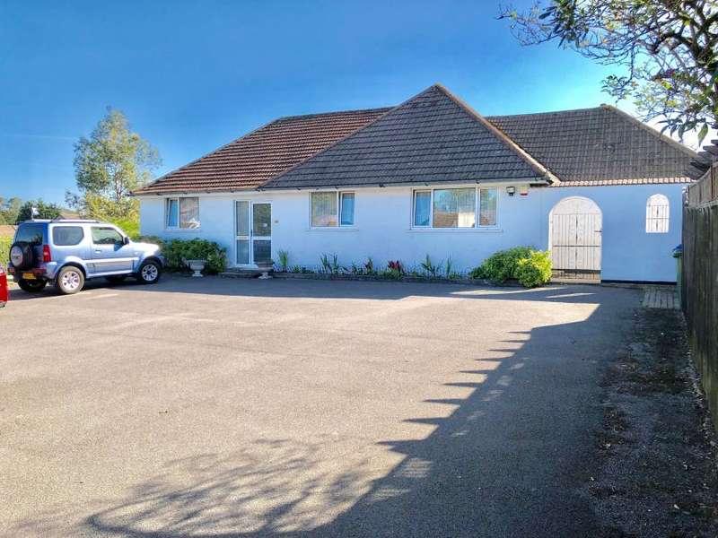 4 Bedrooms Detached Bungalow for sale in Parkstone, Poole, BH12 3AJ