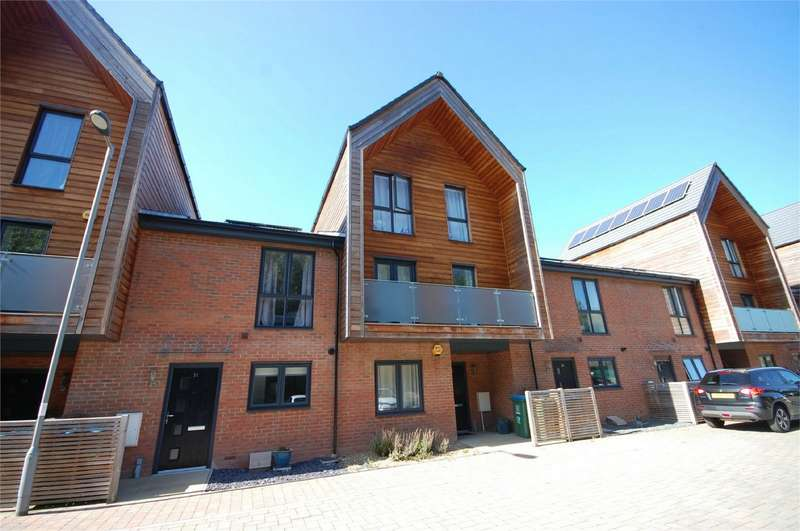 3 Bedrooms Town House for sale in Brooks Mews, Aylesbury, Buckinghamshire