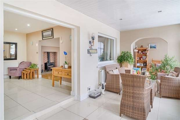 4 Bedrooms Detached House for sale in Whinny Hill, Gilford, Craigavon, County Armagh