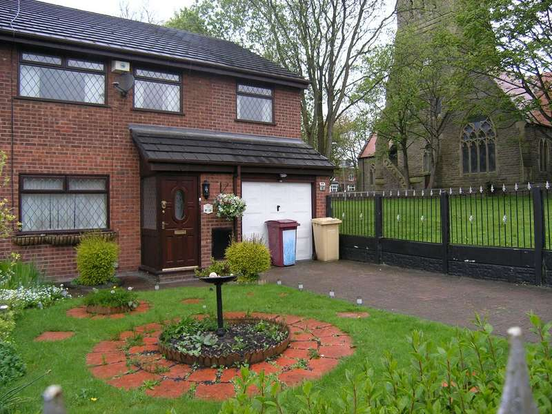 3 Bedrooms Semi Detached House for rent in Riverside Drive, Stoneclough