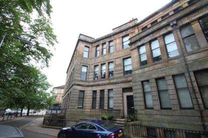 5 Bedrooms Flat for sale in Walmer Crescent, Glasgow