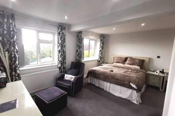 4 Bedrooms Detached House for sale in Carlton Avenue, Streetly, Sutton Coldfield, B74