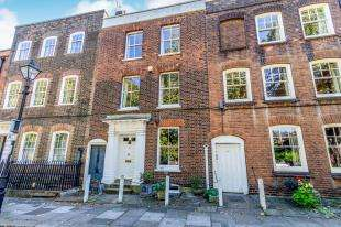 4 Bedrooms Terraced House for sale in Prospect Row, Brompton, Gillingham, Kent