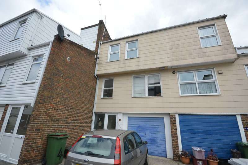 4 Bedrooms Town House for sale in St. Martins Close, Erith