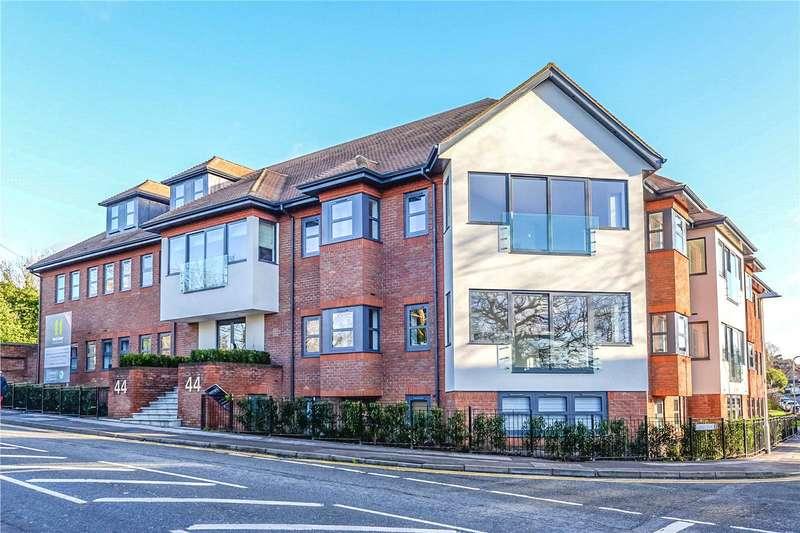 2 Bedrooms Apartment Flat for rent in Finchampstead Road, Wokingham, Berkshire, RG40