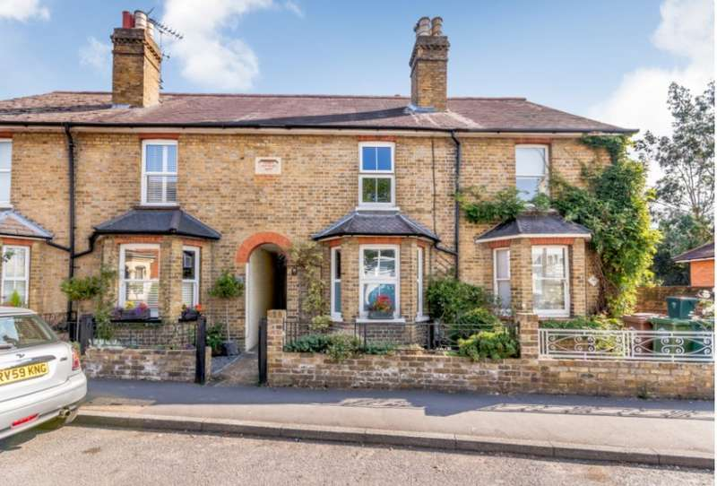 2 Bedrooms House for sale in Green Street, Sunbury-On-Thames, TW16