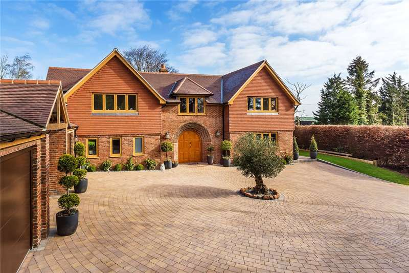 4 Bedrooms Detached House for sale in Lunghurst Road, Woldingham, Caterham, Surrey, CR3