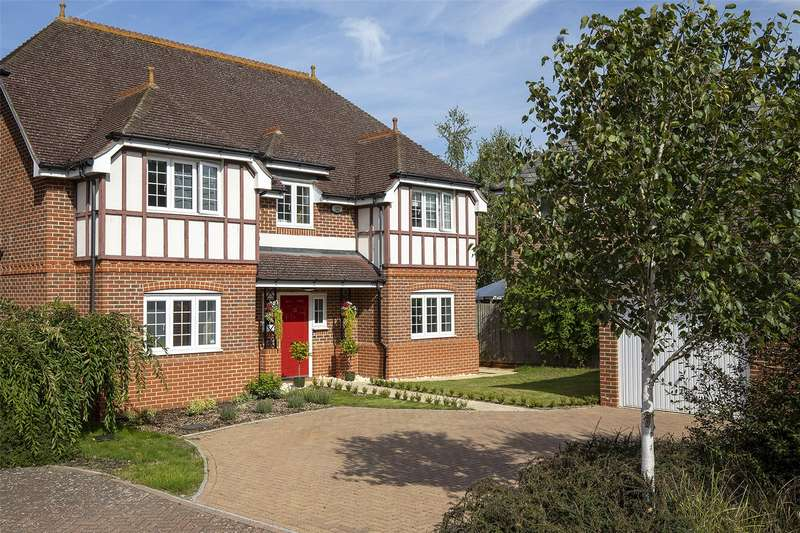 4 Bedrooms Detached House for sale in Whitewater Road, Fleet, GU51