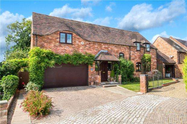 4 Bedrooms Detached House for sale in Sherbourne Court, Sherbourne, Warwick