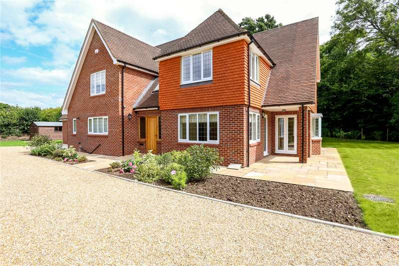 4 Bedrooms Detached House for sale in St. Marys Road, Liss, Hampshire, GU33