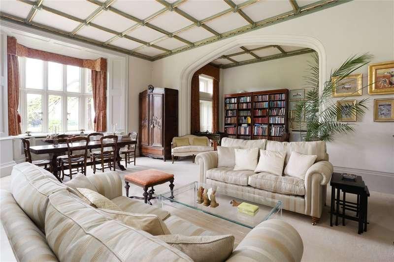 2 Bedrooms Flat for sale in Ludshott Manor, Woolmer Lane, Bramshott, Liphook, GU30