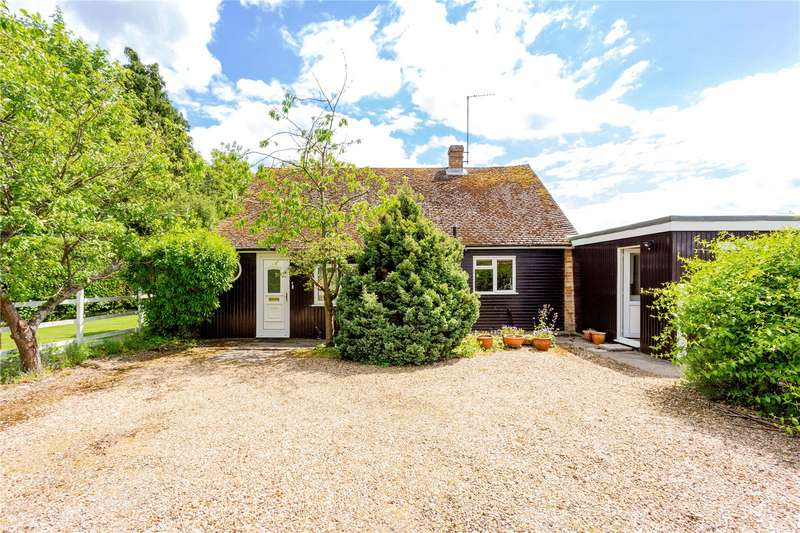 3 Bedrooms Detached Bungalow for sale in Dursden Lane, Pewsey, Wiltshire, SN9