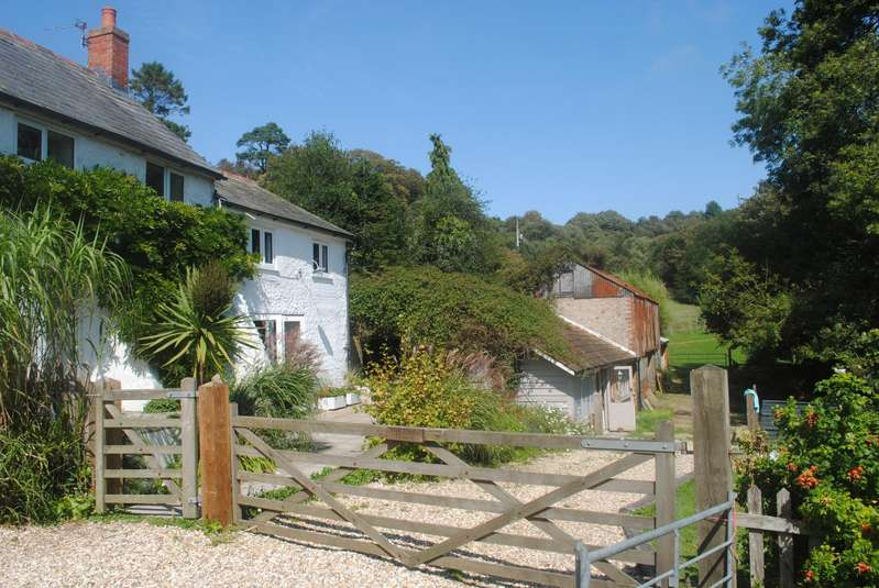 4 Bedrooms Semi Detached House for sale in The Green, Morcombelake, Bridport