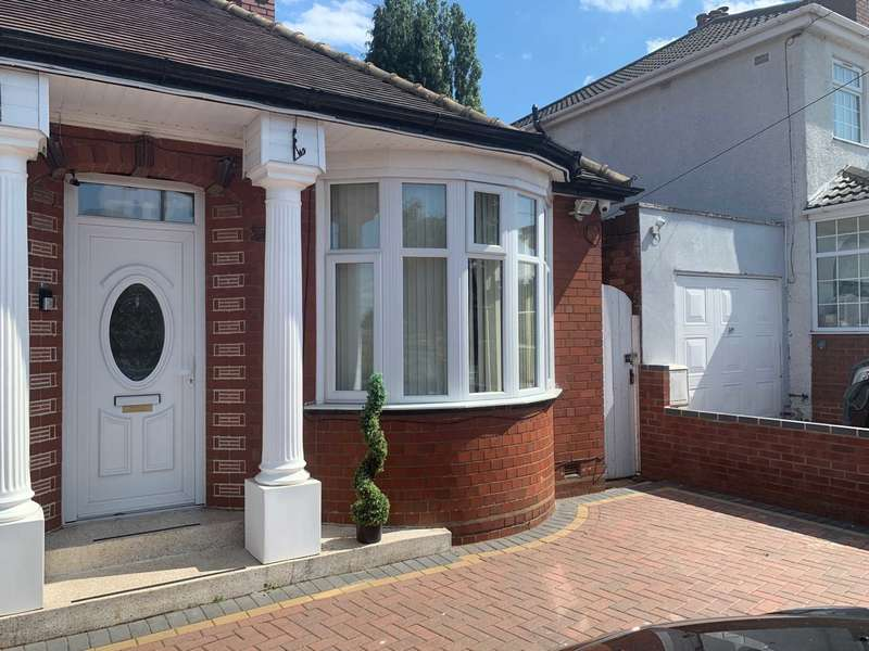 3 Bedrooms Bungalow for sale in Walsall Road, West Bromwich