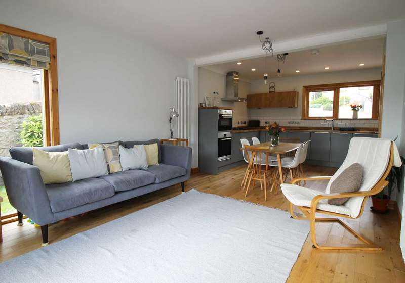 4 Bedrooms Detached House for sale in Knowles Gardens, Nairn