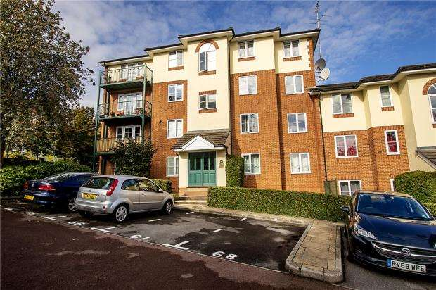 2 Bedrooms Apartment Flat for sale in Alexandra Park, Queen Alexandra Road, High Wycombe