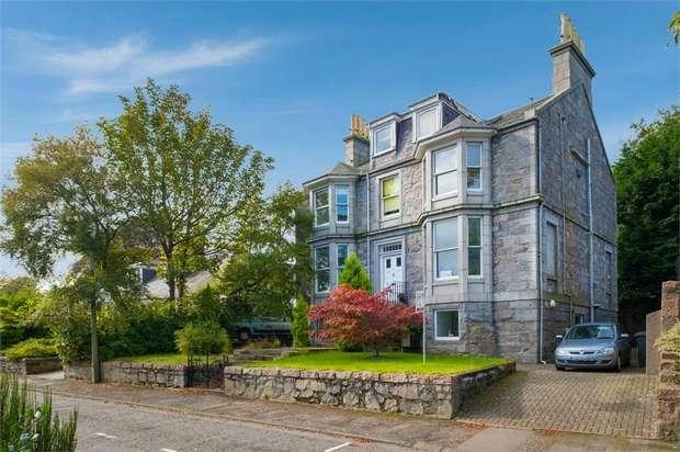 3 Bedrooms Flat for sale in 22 Cairnaquheen Gardens, Aberdeen
