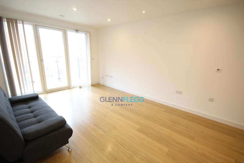 2 Bedrooms Apartment Flat for sale in Railway Terrace, Slough - 2 Bed, 2 Bath - Built 2014