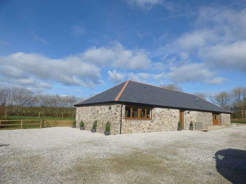 4 Bedrooms Property for sale in Holsworthy, Devon