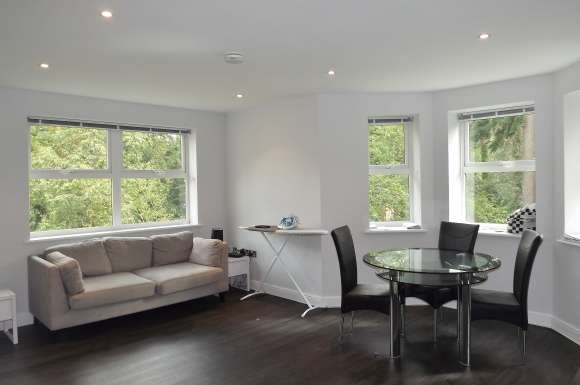 2 Bedrooms Apartment Flat for rent in Elmhurst Court, Heathcote Road, Camberley, Surrey, GU15
