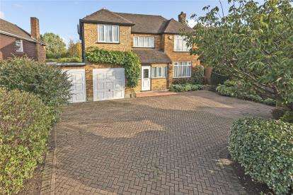 4 Bedrooms Detached House for sale in Hayes Lane, Bromley