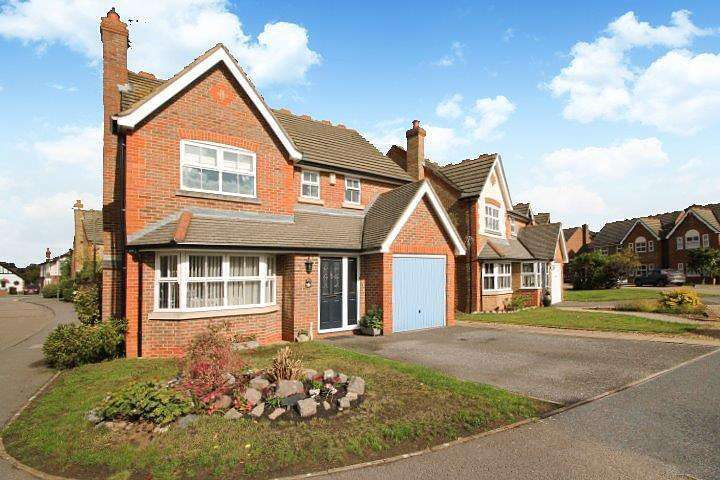 4 Bedrooms Detached House for sale in The Wickets, Ashford, TW15