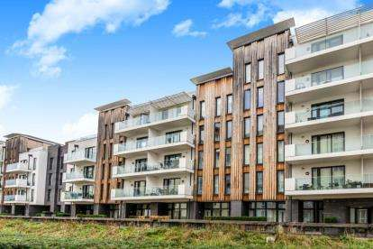 2 Bedrooms Flat for sale in Invicta, Millennium Promenade, Bristol, Somerset