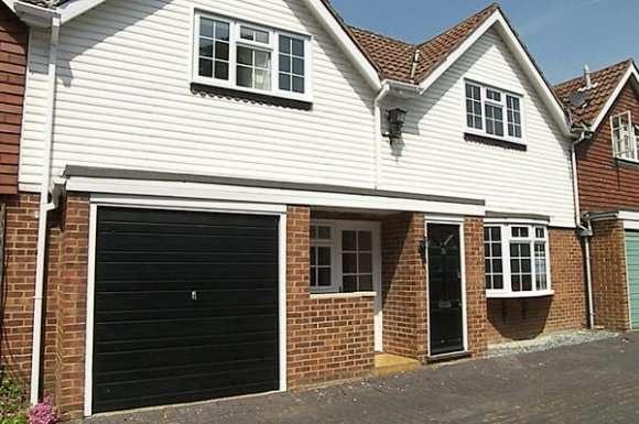 2 Bedrooms Property for rent in Belmont Mews, Camberley, Surrey, GU15