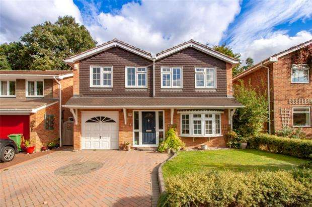 4 Bedrooms Detached House for sale in Coppice Gardens, Yateley, Hampshire