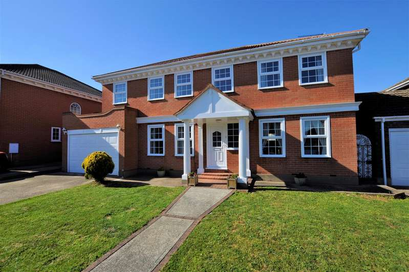 5 Bedrooms Detached House for sale in Chestnut Grove, Benfleet