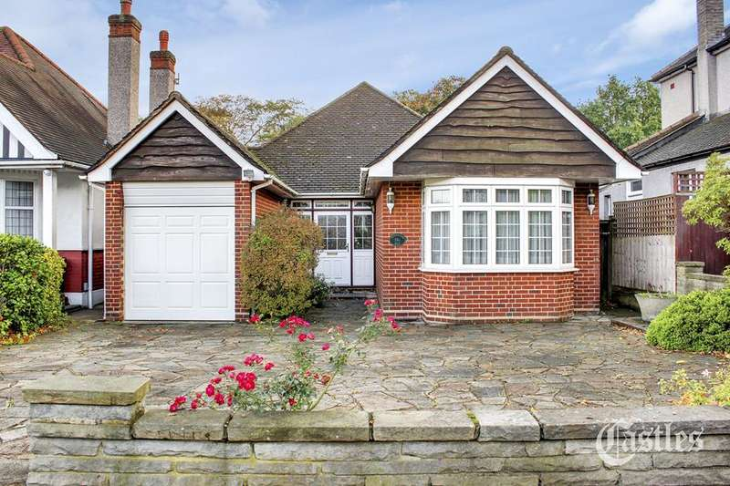 2 Bedrooms Bungalow for sale in Woodland Way, Winchmore Hill, London, N21
