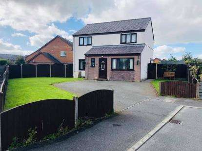 4 Bedrooms Detached House for sale in Glan Seiont, Caernarfon, LL55