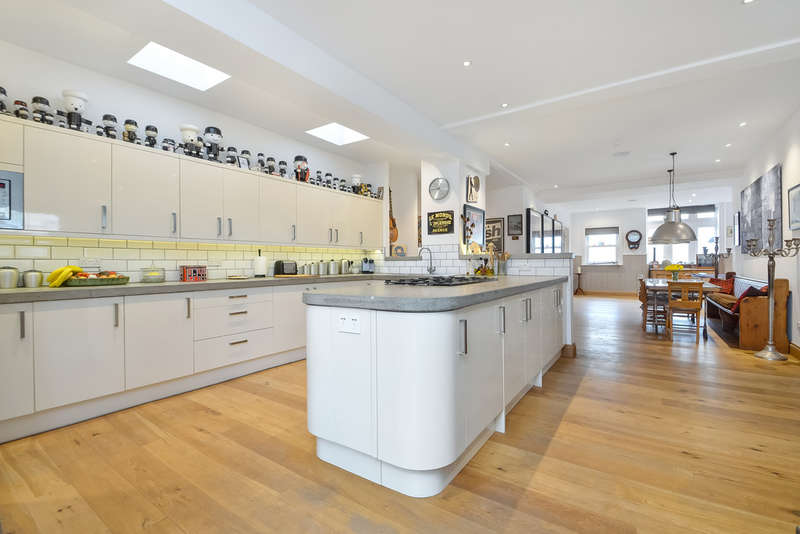 5 Bedrooms Detached House for sale in Southsea, Hampshire